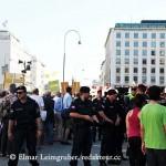 Kundgebungsteilnehmer, Polizei und Demonstranten IMG_1643