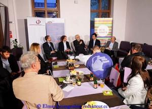 Die ACTA-Diskussionsteilnehmer vor Publikum: Oliver Hödl, Kai Erenli, Fred Turnheim, Maximilian Schubert und Gerhard Huiss